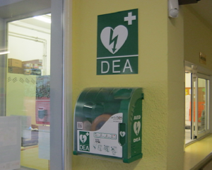 Nou DEA (desfibril·lador extern automàtic) a l'escola