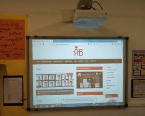Noves PDI i projectors a l'escola