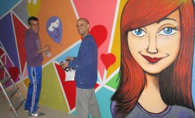 Nou mural al pati de l'escola