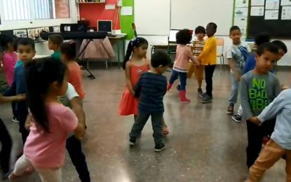 Dansa de la barca puja i baixa interpretada pels nens i nenes de P4 A i B